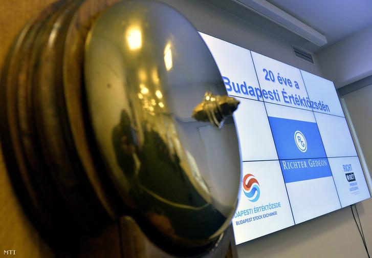 A tőzsdei csengő a sajtótájékoztatón, amelyet a Richter Gedeon Nyrt. tőzsdei bevezetésének 20. évfordulóján tartottak 2014. november 11-én.
