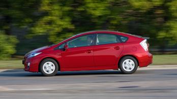 2,4 millió hibrid Toyotát hívnak vissza