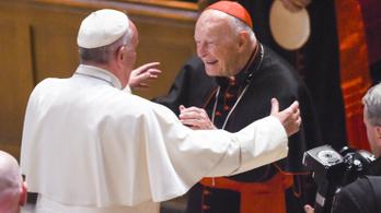 Vizsgálatot rendelt el a pápa a szexuális zaklatással vádolt washingtoni érsek ügyében