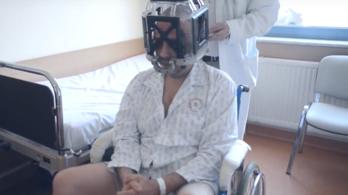 Mintha időutazáson lennék, mondja a férfi, akinek élőben közvetítették az agyműtétjét