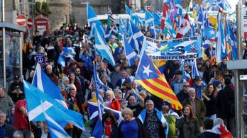 Több ezren tüntettek Edinburgh-ban Skócia függetlenségéért