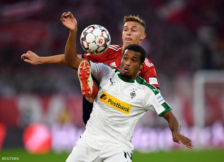 Joshua Kimmich és Alassane Plea a Bayern Münhen - Borussia Mönchengladbach mérkőzésen 2018. október 6-án.