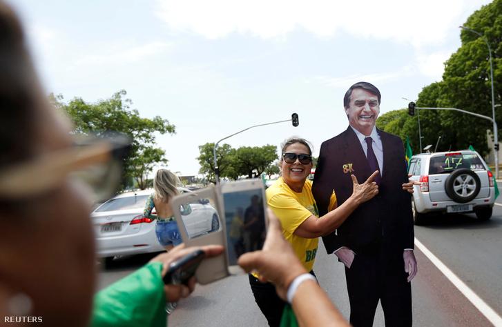 Jair Bolsonaro támogatói egy kampánygyűlésen.