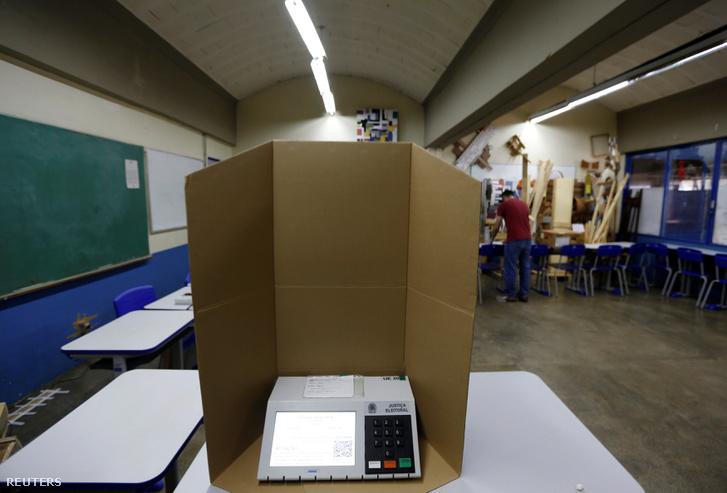 Szavazófülke Brazíliában 2018. október 6-án.