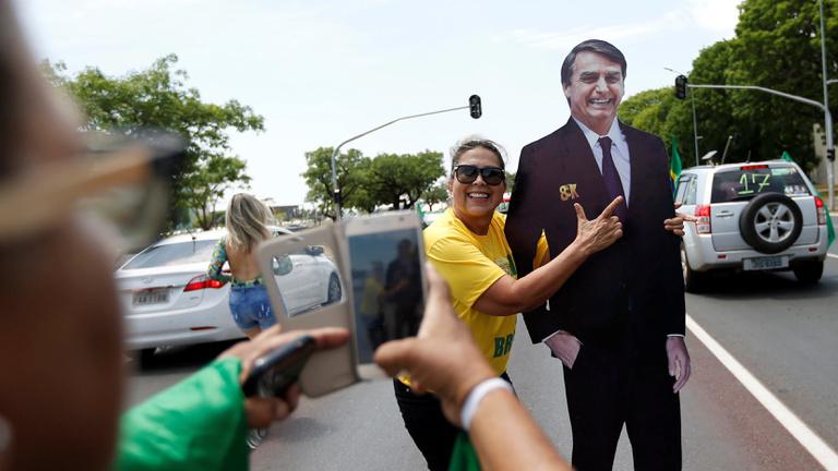 A legnépszerűbb politikus börtönben, az esélyes késelés miatt kórházban