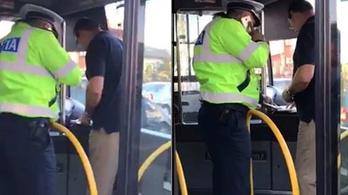 Beszóltak a sofőrnek Temesváron, foglyul ejtette az utasokat