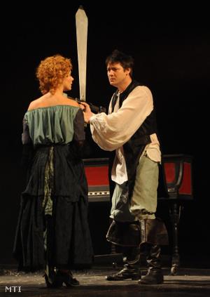 Dobra Mária Armande Béjart de Moliére és Tóth Loon Charles de la Grange szerepében, Mihail Afanaszjevics Bulgakov: Moliére (Álszentek összeesküvése) című szomorú-vígjátékában 2010. január 8-án