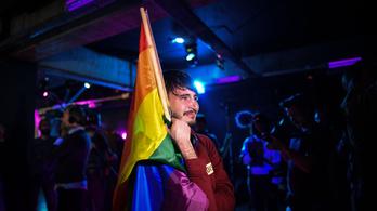 Érvénytelen lett a népszavazás, nem kaszálták el a melegházasságot Romániában