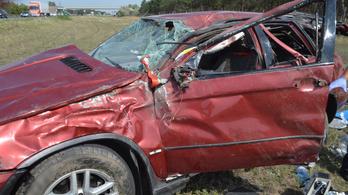 Brutális autóbaleset után, még a helyszínen szült a nő