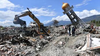 Már 1944 halottja van az indonéziai földrengésnek