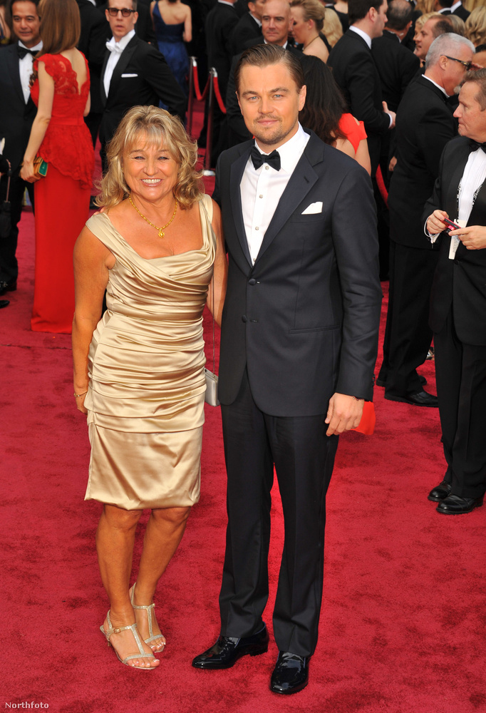 Szóval Irmelin DiCaprióról van szó, Leonardo DiCaprio édesanyjáról, aki a környezet védelmét szintén nagyon fontosnak tartó fia oldalán ott volt a 2014-es Oscar-gálán, ahol ez a kép készült.