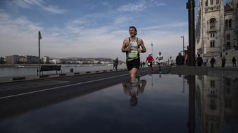 A budapesti maratonon, futását megszakítva végzett újraélesztést három orvos