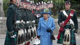 II. Erzsébet nem is annyira alacsony, mint amilyennek tűnik