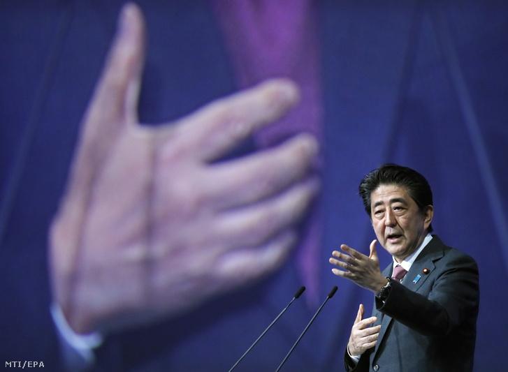Abe Sindzó japán miniszterelnök