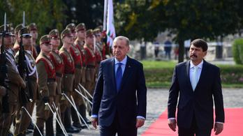 Sok törökkel jött Erdogan a budai várba