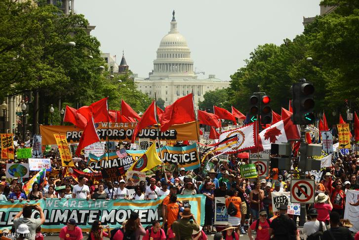 A klímaváltozás elleni fellépést követelő menet Washingtonban 2017 áprilisában