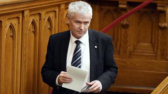 Polt Pétertől megkérdezték a Parlamentben, nyomoz-e Orbán magánrepülőzése miatt