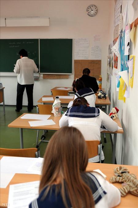 Érettségizők pilisvörösváron  (Fotó: Kovács Attila)