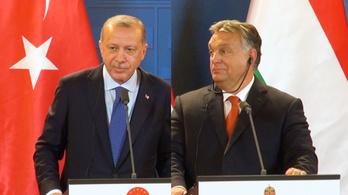 Kínos helyzetbe hozták Erdogant