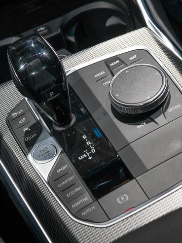 """A Driving Experience Control """"vezetési élménykapcsoló"""" és környéke kissé kilóg, lefelé a minőségi összképből"""