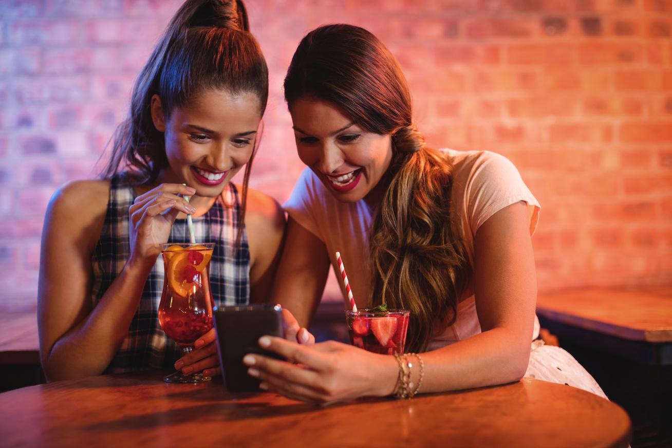 telefon mobil nők sms újév buli (1)
