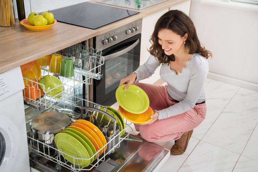 Minden makulátlanul tiszta lesz, ha így pakolod be a mosogatógépet: nem mindegy, mi hova kerül