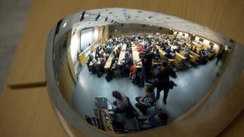 A kormány szerint megmarad az ingyenes tanulás lehetősége a felsőoktatásban