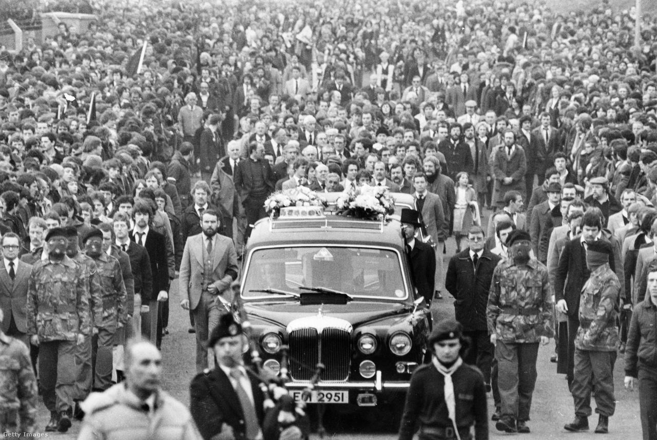 Bobby Sands temetése Belfastban, a fogoly éhezése 66. napján hunyt el.