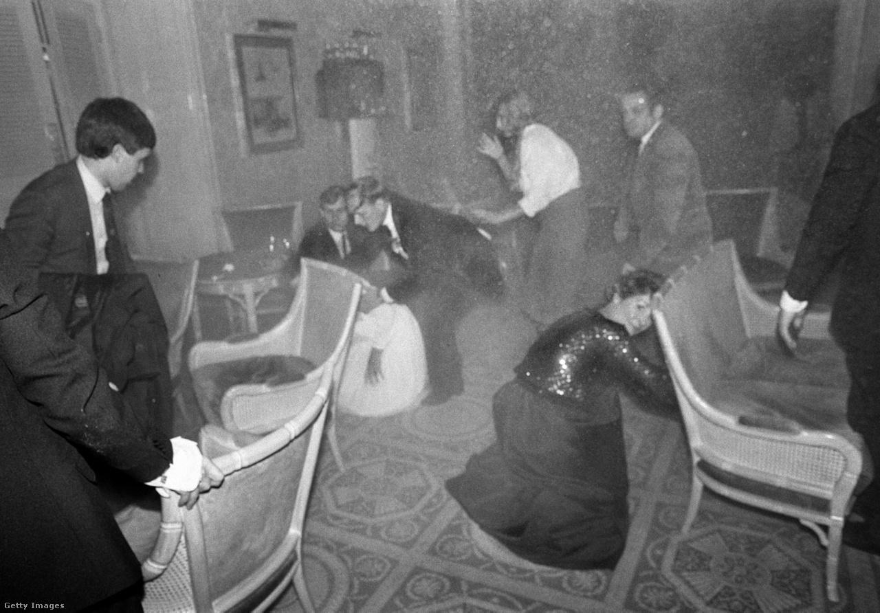 1984 . október 12 -én az IRA bombamerényletet hajtott végre a brighton-i Grand Hotel ellen, mialatt Thatcher és pártja megbeszélést tartott az épületben