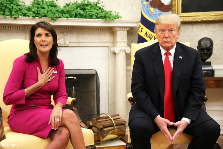 Nikki Haley ENSZ nagykövet találkozott Donald Trump amerikai elnökkel az Ovális Irodában, ami után bejelentették, hogy az elnök elfogadta lemondását. Fehér Ház, Washington, Egyesült Államok, 2018. október 9.