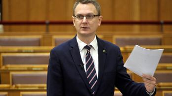 Mfor: Az államtitkár által közölteknél hosszabbak a várólisták
