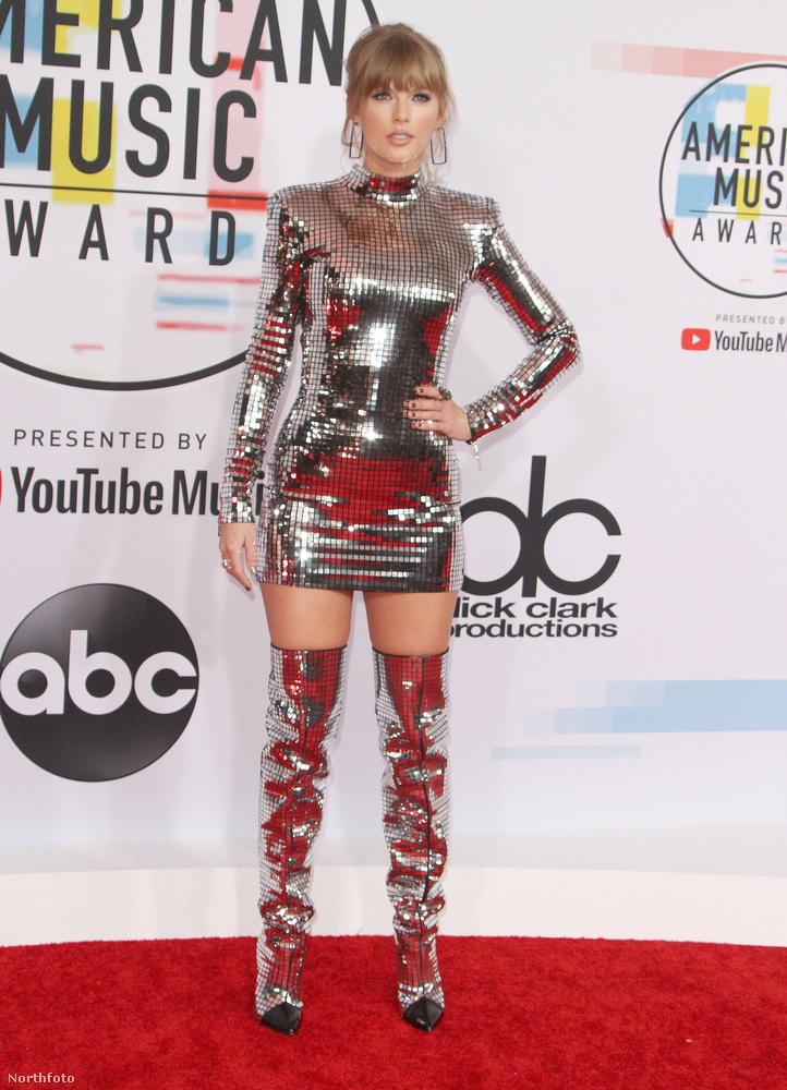 Mint 1974 óta minden évben, idén is megtartották az American Music Awardsot, ami azon kívül, hogy kiket díjaztak (itt megtalálja őket), amiatt is érdekes, hogy kik, milyen ruhában jelentek meg
