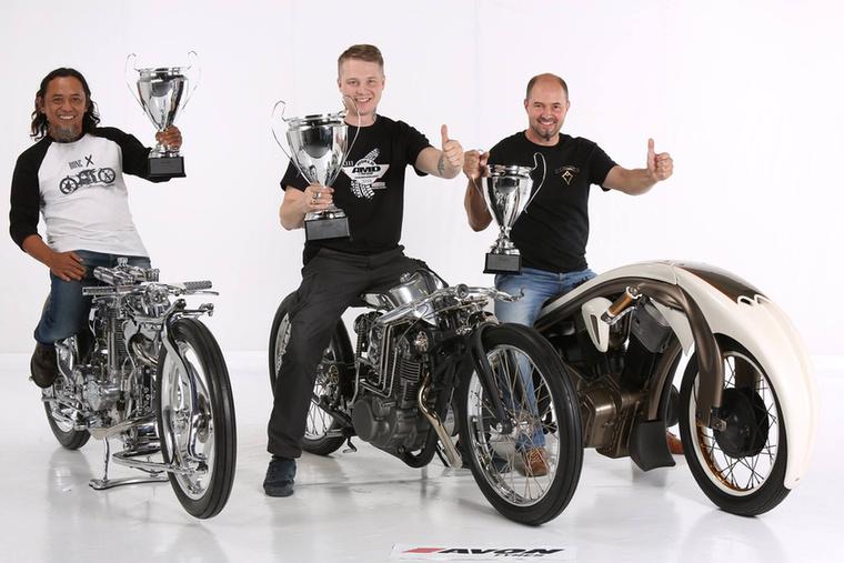 A Freestyle kategória győztesei, balról jobbra: a második helyezett az Eastern Bobber Custom Work lett, középen a győztes Zillers Garage, a harmadik pedig a magyar Marusius