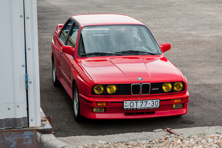 Az M3 első generációját 1986 és 1990 között gyártották, a képeken látható példány pedig 1987-es