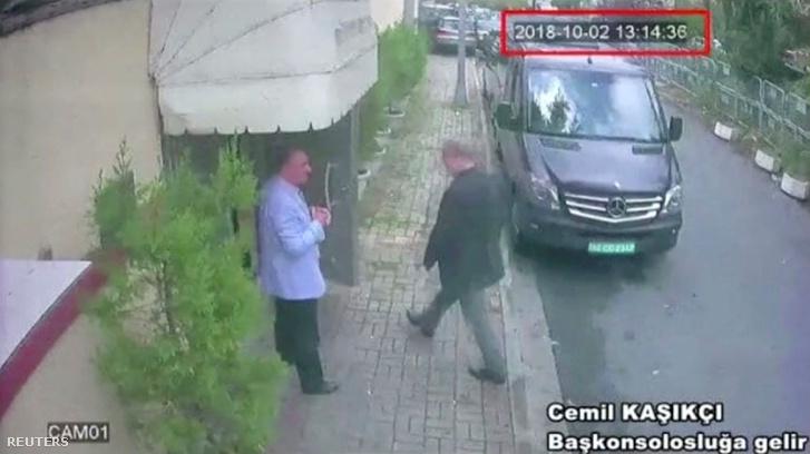 Egy biztonsági kamera felvétele arról, ahogy Dzsamál Hasogdzsi belép az épületbe