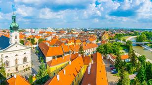Esterházy-palota, termál, állatkert... Na, melyik magyar városról van szó?