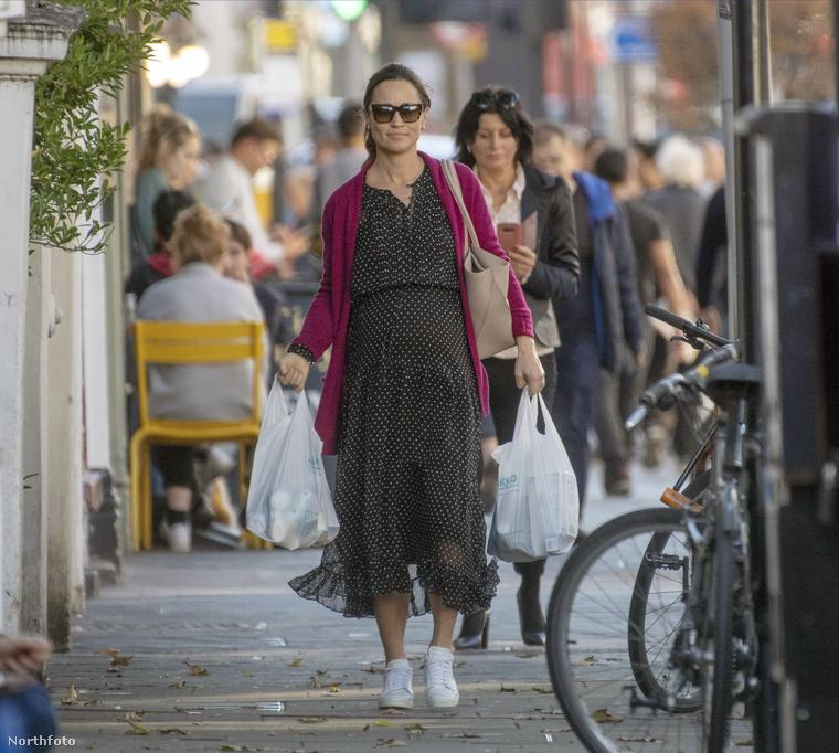 Rövid hírek a nagyvilágból című rovatunk bemutatja:                         Pippa Middleton, Katalin hercegné testvére bármelyik pillanatban szülhet, mégis az utcán sétálgat.