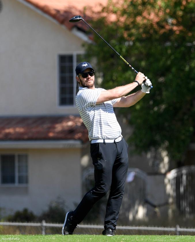 """Chris Pratt pedig golfozással terelte el a figyelmét Pippa Middleton """"bármelyik pillanatos"""" állapotáról."""