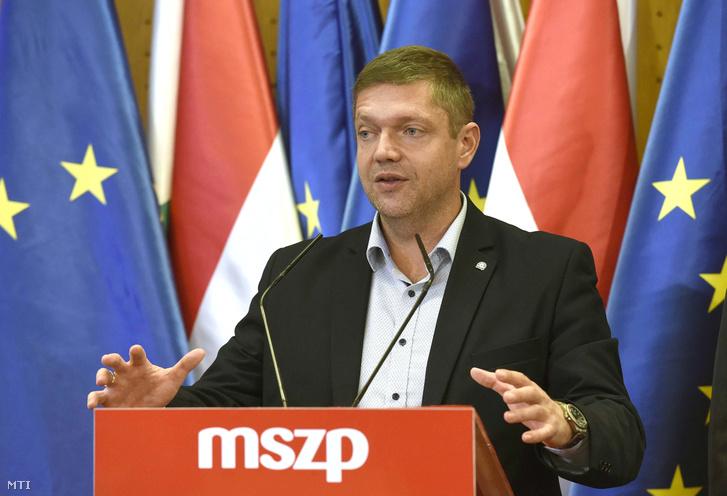 Tóth Bertalan, a Magyar Szocialista Párt (MSZP) elnöke, a párt frakcióvezetője sajtótájékoztatót tart Nemzetpolitika baloldalról címmel az Országgyűlés Irodaházában 2018. október 10-én.
