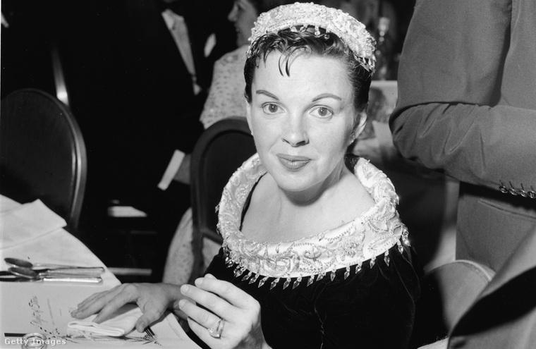 Judy Garland, az 1954-es Csillag születik főszereplője, a premier után.