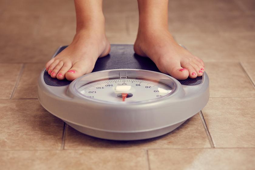 Lehet, hogy becsap a mérleg. Ha rendszeresen és sokat edzel, a mérlegre és a centire együtt érdemes támaszkodnod, ugyanis az izom sokkal többet nyom, mint a zsír, így lehet, hogy valójában változik az alakod.