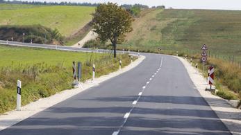 A négy- és ötszámjegyű utak felújítási hullámát ígéri a kormány