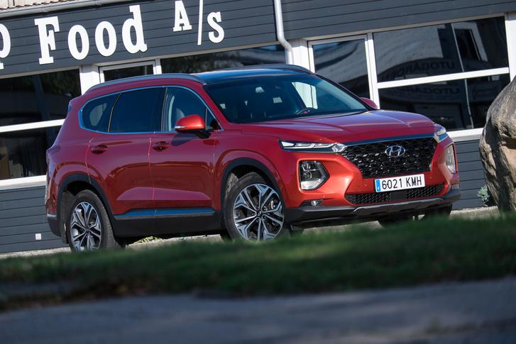 Talán a Santa Fének áll a legjobban az új Hyundai-féle corporate identity, azaz márkaarculat