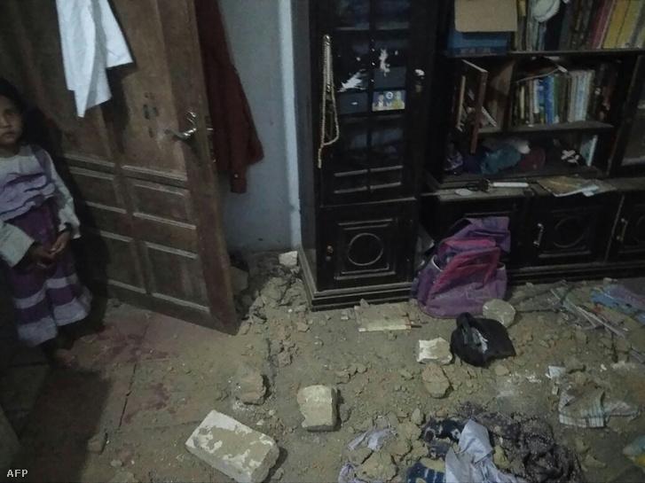 A 6-os erejű földrengés rázta meg a Sumenep negyedbet Indonéziában, ahol 3 ember meghalt 2018. október 11-én