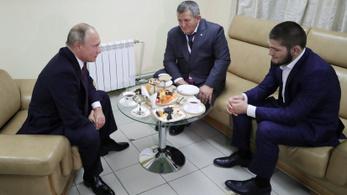 Putyin Nurmagomedovnak: Majd szólok apádnak, hogy ne büntessen meg annyira