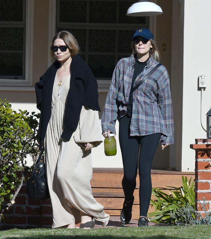 A most következő friss fotók pedig azért érdekesek, mert ritka az olyan alkalom, mikor egyszerre látható két Olsen lány, de azok nem az ikrek