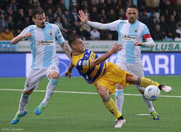 A Virtus Entella játékosai (kék-fehérben) egy meccsen 2018 márciusában