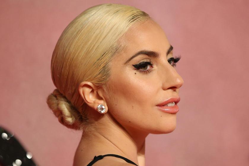 Toplesz fotót posztolt Lady Gaga - Ilyen szexinek még sosem láthattuk