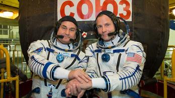 Kényszerleszállást végeztek az űrhajósok