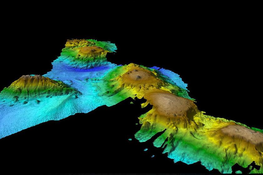 Szonárfelvétel a víz alatti hegyvonulatról.